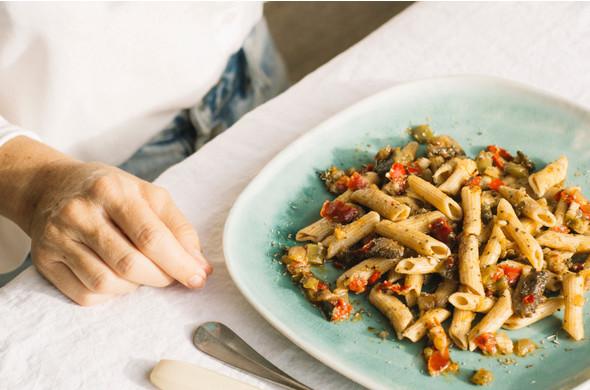 Pasta integral con Pesto y Verduras }}